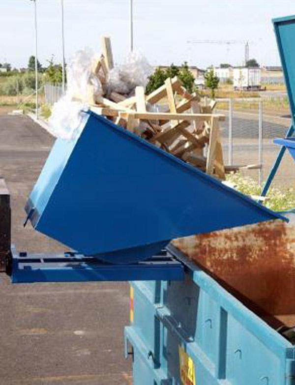 Benne auto basculante pour déchets industriels